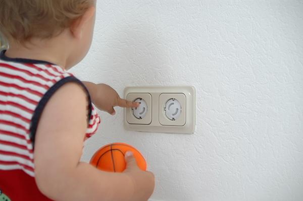 Kindersichere Steckdosen sind lebensrettend!